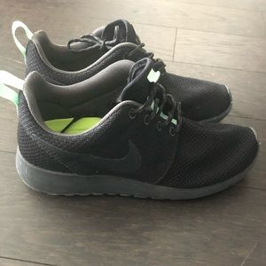 Nike Roshe Run size 6.5